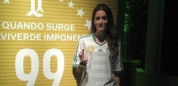 Modelo tira sarro do Palmeiras em festa dos 99 anos e perde o emprego