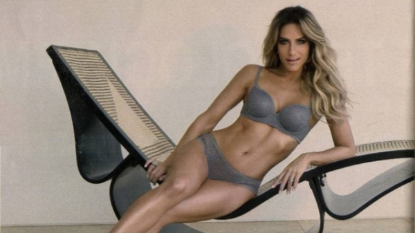 Giovanna Ewbank exibe suas curvas em campanha de lingerie