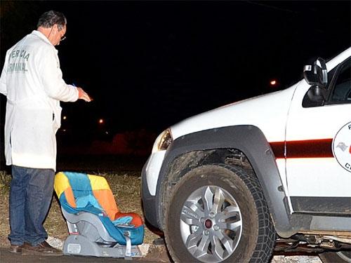 Menina de 4 anos morre após sua mãe bater o carro contra um poste