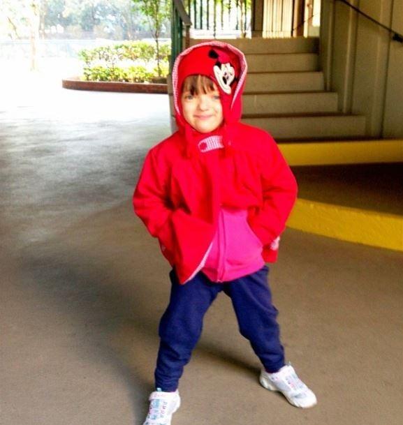 Rafaella Justus posa com roupa colorida e mãe baba:
