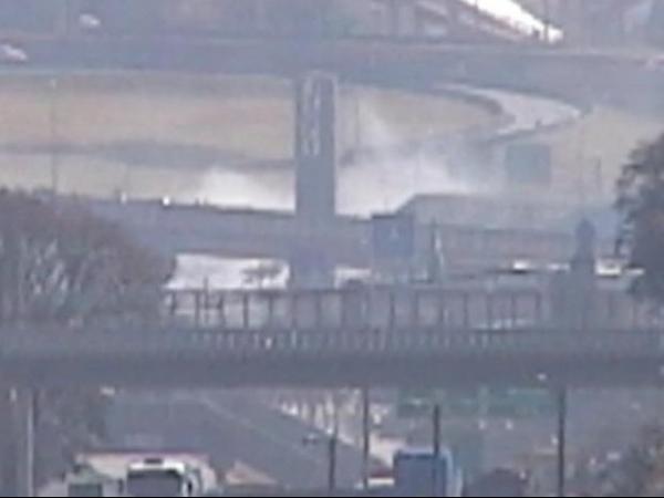 Queda de avião de pequeno porte ao lado de rodovia deixa 4 mortos