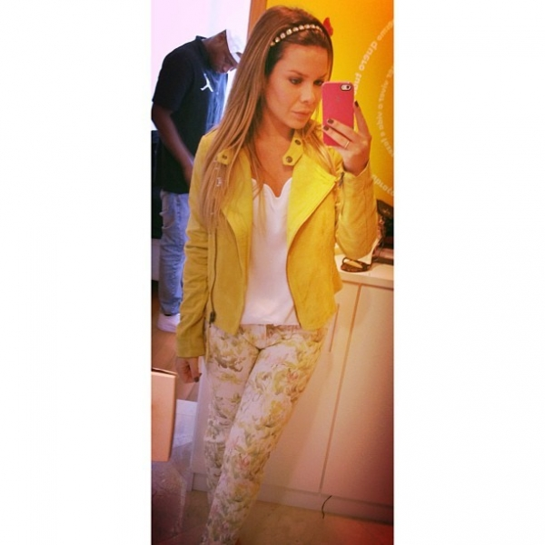 Fernanda Souza aparece mais magra e mostra roupa para programa de TV