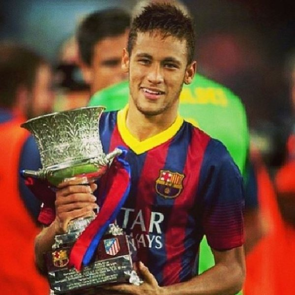 Neymar visita a Sagrada Família em Barcelona