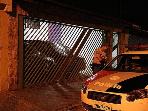 Advogado é baleado na própria garagem durante assalto