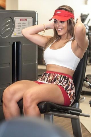 Ex-BBB Monique perde 8kg com reeducação alimentar e exercícios
