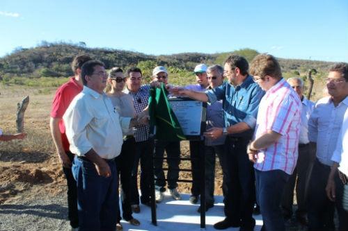 Governador inaugura rodovia que liga Oeiras a Santa Cruz do Piauí