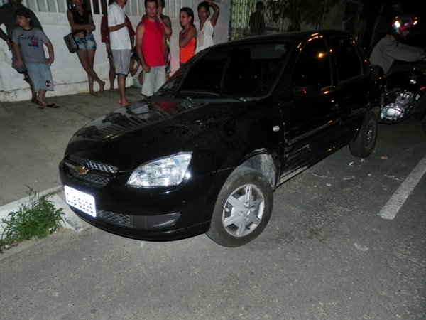 Homem alcoolizado bate em carro estacionado em via de Parnaíba
