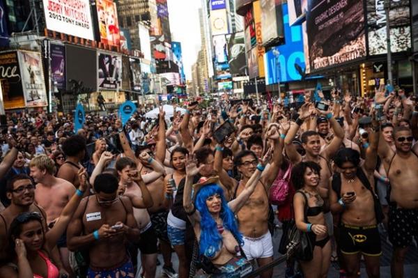 Por recorde, dezenas ficam de roupa íntima em Nova York