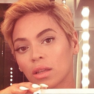 Após prender cabelo no ventilador, Beyoncé  adota visual