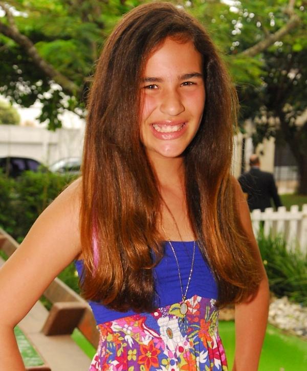 Com bocão vermelho aos 14, Lívian Aragão em nada lembra a menina de 2009