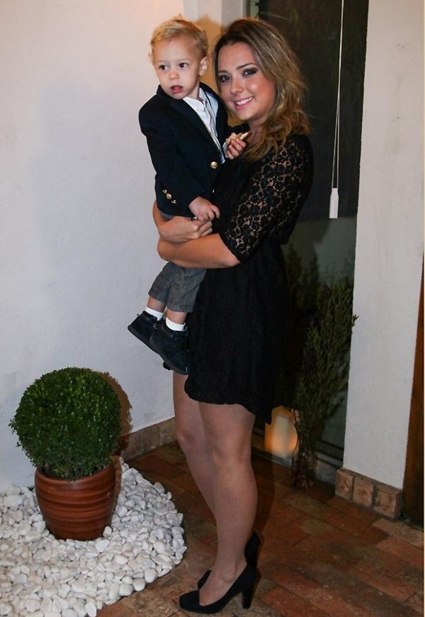 Estiloso! Filho de Neymar usa blazer em evento com a mãe