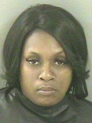 Mãe é presa por morder seio da filha em briga de família nos EUA
