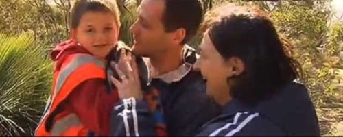 Garoto perdido em um parque diz que foi salvo por um canguru na Austrália