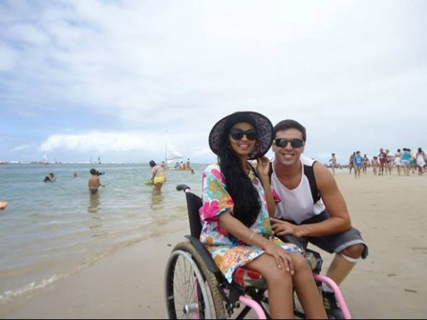 ?Cadeira de rodas não é motivo para perder a sensualidade?, diz professora amapaense