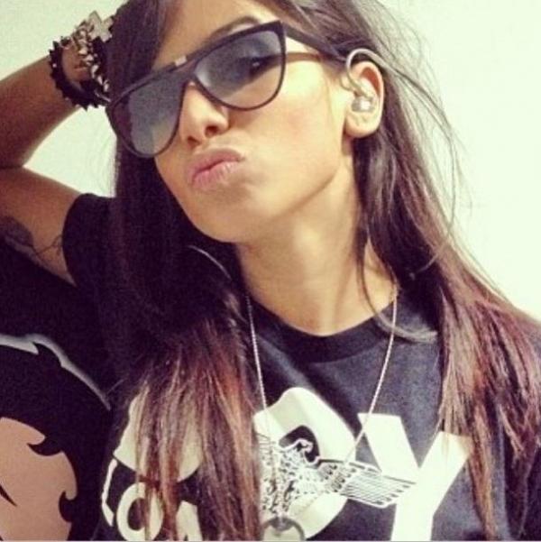 Anitta posta foto e brinca: