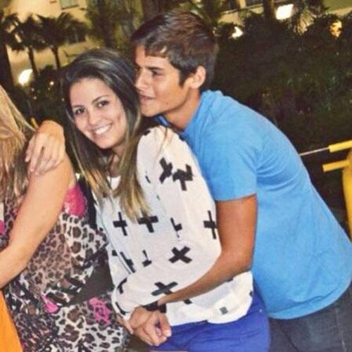 Filha de Romário ganha beijão do seu namorado estudante e surfista