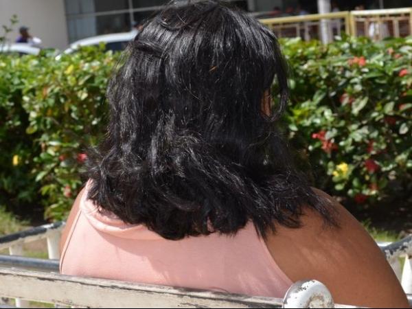 Após contrair HIV do marido, mulher abandona