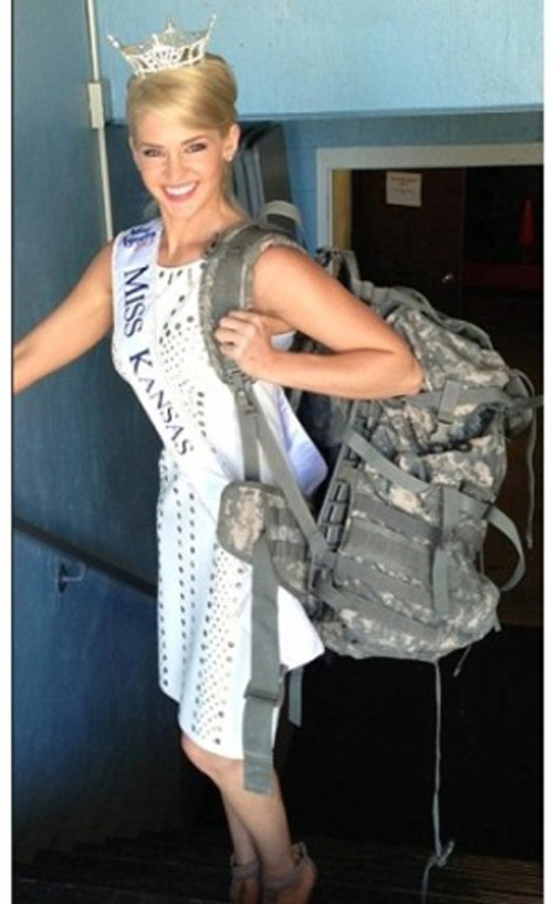 Candidata inusitada a Miss América é sargento, gosta de caçar e tem tatuagem