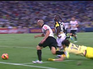 Derrota com gol no finzinho para Botafogo  abala Tite e esfria reação do Corinthians