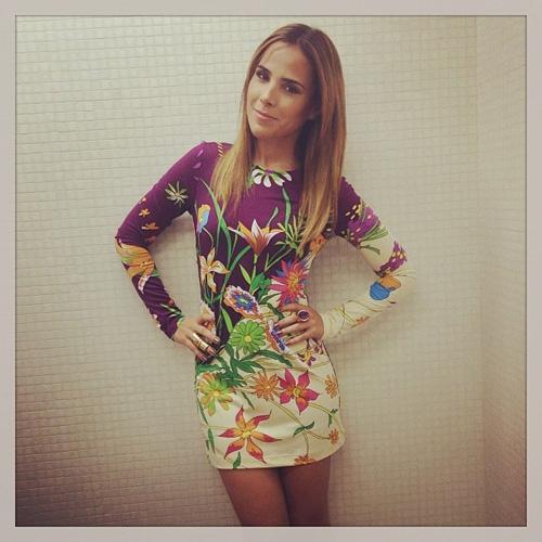 Look: cantora Wanessa Camargo posa usando um vestido curtinho