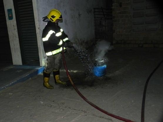 Vazamento de botijão provoca incêndio em residência