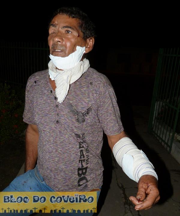 Homem fica gravemente ferido a golpes de punhal