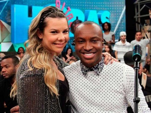 Thiaguinho e Fernanda Souza usam palco do