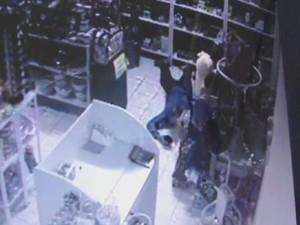 Homem que rastejava para furtar é indiciado em inquérito da Polícia Civil