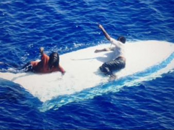 Dois pescadores são resgatados depois de 8 dias à deriva na Flórida