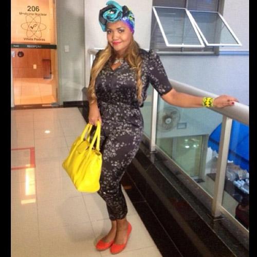 Cantora Gaby Amarantos mostra seu look do dia em rede social:
