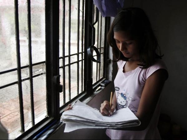 Menina de família pobre chega à universidade aos 13 anos na Índia