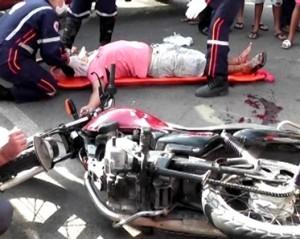Acidente deixa um ferido em cruzamento de avenida em Parnaíba
