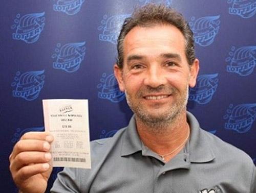 Americano esquece bilhete premiado de US$ 1 milhão em carro por um mês