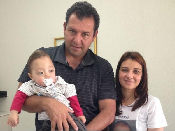 Bebê com deformação séria no crânio mobiliza comunidade para cirurgia