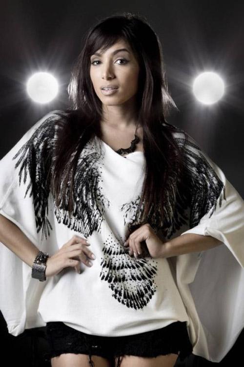Funkeira Annita agora proíbe beijo no contato com os seus fãs;sem contato físico