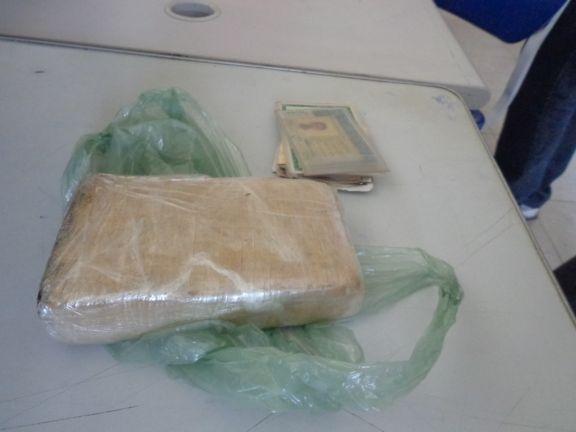 Homens são presos com armas, maconha e apetrechos característico do tráfico de drogas
