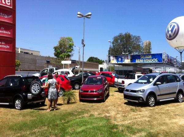 Volkswagen realiza super feirão no estacionamento do Extra