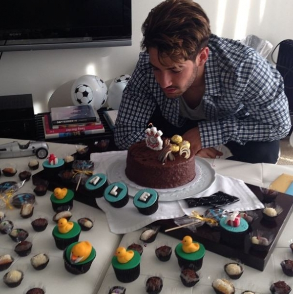 Alexandre Pato comemora aniversário e posta foto antiga