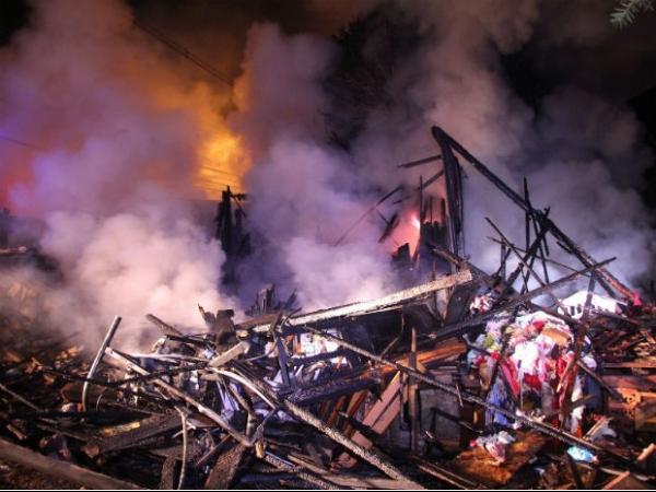 Após desavença, sobrinho coloca fogo em casa e mata tio carbonizado