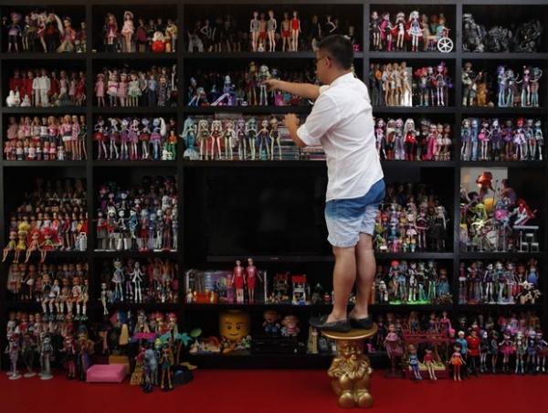 Cingapuriano exibe coleção com mais de 6 mil itens da boneca Barbie