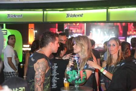 Fani recebe cantada e dá um fora em pretendente no Rock in Rio
