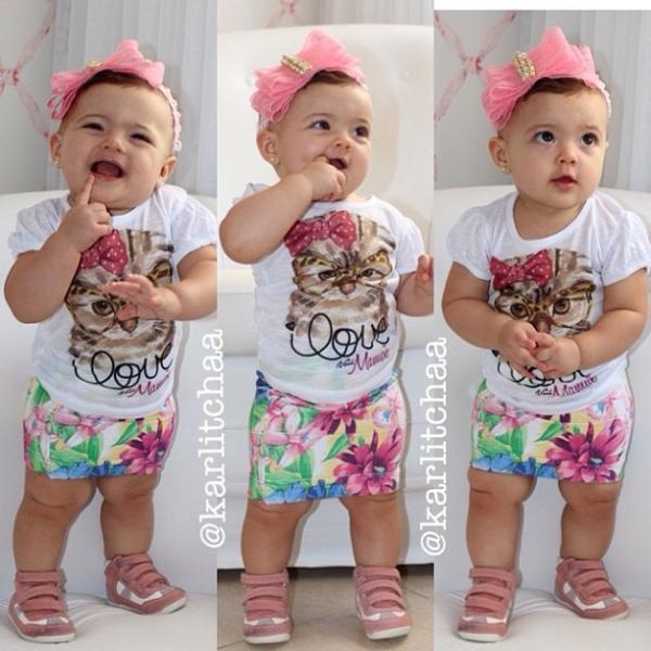 Filha da ex-BBB Karla aparece fofa com look tendência de verão