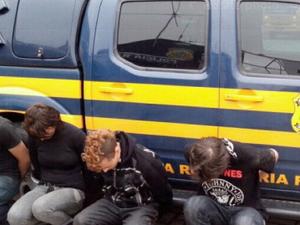Quatro são presos suspeitos de agredir taxista que pulou de carro