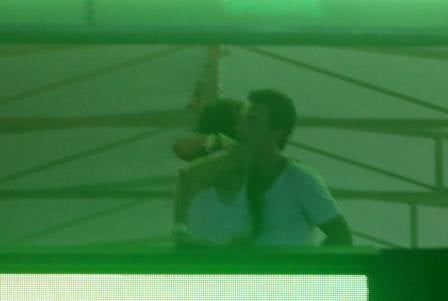 Di Ferrero e Cristiana Oliveira trocam telefones no Rock in Rio