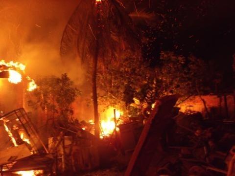 Fogo destrói depósito no centro de Oeiras