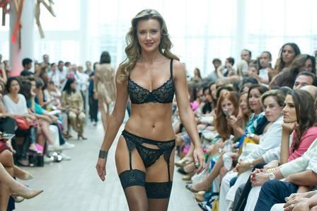 Cetim é a nova tendência para lingerie na primavera/verão 2014