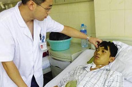Chinês fica verde após comer lesmas demais