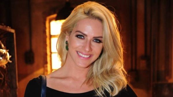 Giovanna Ewbank demorou a se acostumar com o cabelo platinado: