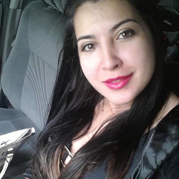 Maquiada, Priscila Pires acorda cedo para malhar: