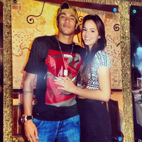 David Brazil publica foto de Neymar e Marquezine em painel de restaurante